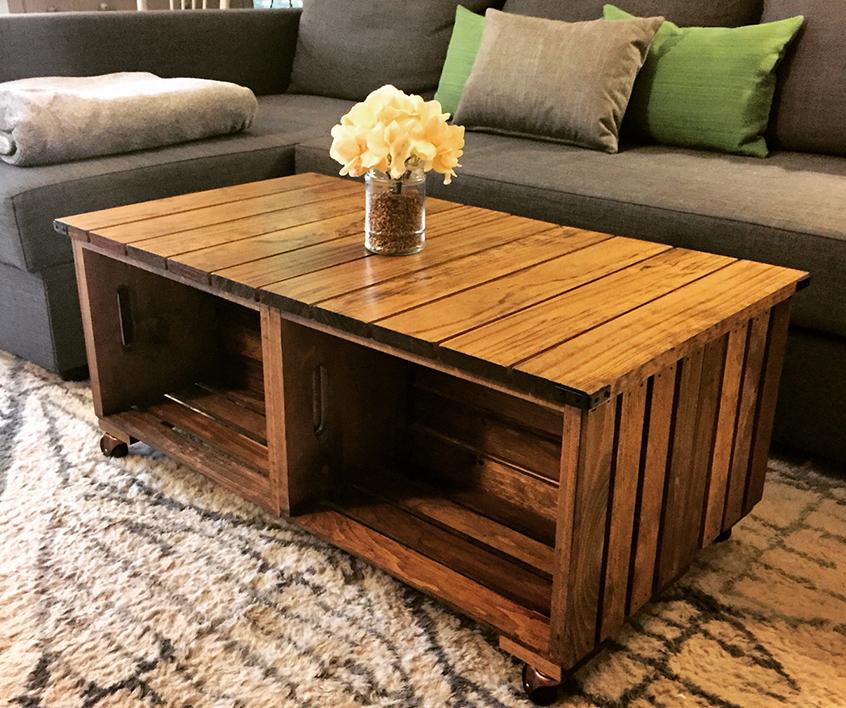 masă living din cutii de lemn - amenajare living modern